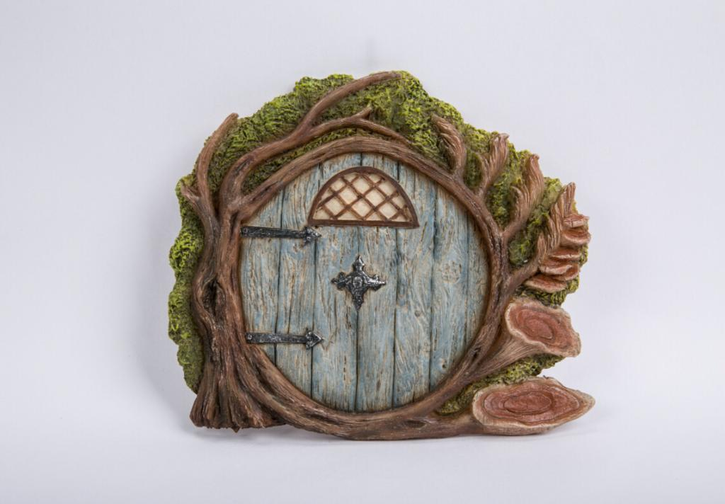 Fairy doors vivid miniature world for Fairy house doors